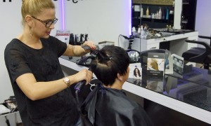 Beauty-Serie - Kurzhaarfrisuren: Festliche Frisuren für kurze Haare - Angelika 23 - FemNews.de