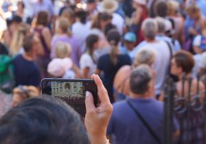 Manche Ecken Roms sind einfach immer überfüllt. Hier der Trevibrunnen. Foto: ready4FotoDesign.de für FemNews.de