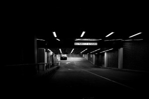 Nachts als Frau alleine im Parkhaus - FemNews.de