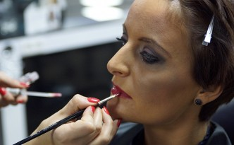 Beauty-Serie - Schminktipps: Smokey-Eyes - Party-Make-up 27 - FemNews.de