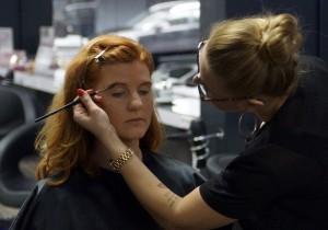 Die perfekte Grundierung fürs Make-up - Richte deine Augenbrauen - FemNews.de