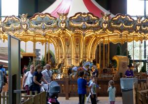 Toverland: Zwei große Indoor-Hallen und ein schönes Außengelände sorgen für viel Abwechslung - Femnews.de