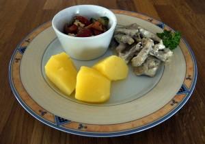 Mahlzeit - Schweinegeschnetzeltes in Senf-Sauce mit Salzkartoffeln und Bauernsalat - FemNews.de