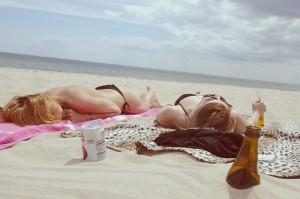 Schütze deine Haut, vor allem am Strand! - FemNews.de