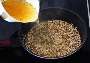 Mahlzeit - Rezept - Quinoa-Salat - Quinoasamen ablöschen - FemNews.de